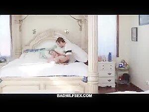 Huge-chested Mom Gives Roadside Bj